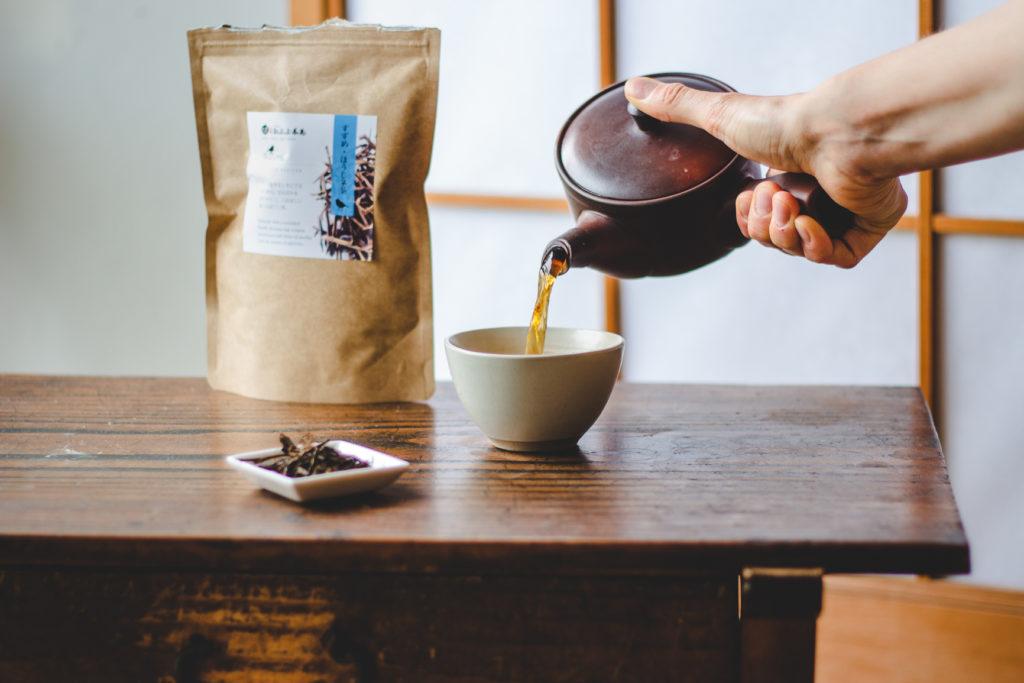 melanie-boehme-coffee-tea-photography-tea-pouring